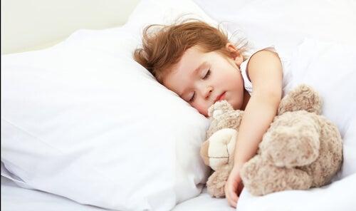 Çocukların Yaşlarına Göre Ne Kadar Uyumaları Gerekir?