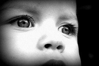 siyah beyaz bebek gözleri