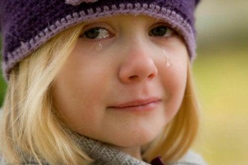 ağlayan kız çocuk
