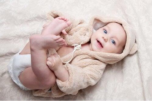 2 aylık bebekler