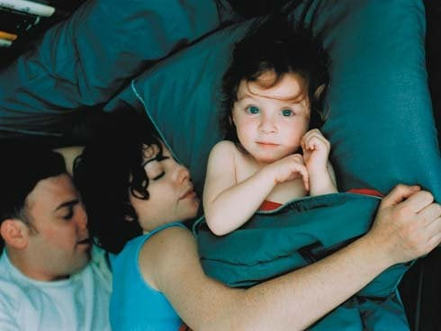 hep beraber uyuyan aile