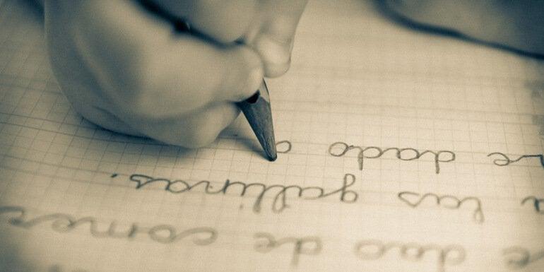 yazı yazan çocuk