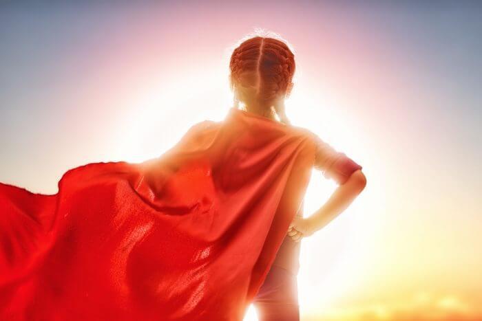 kırmızı pelerinli kız çocuğu