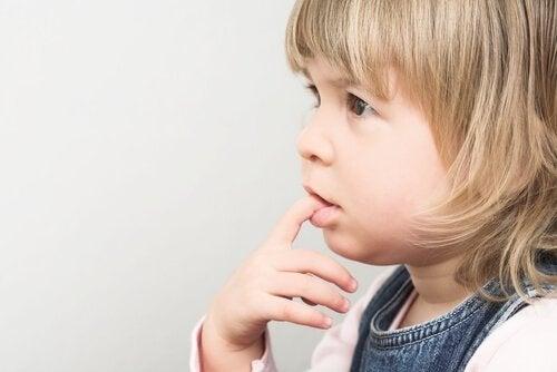 Çocuklar Neden Tırnaklarını Yer?