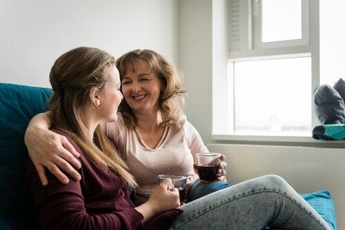 İlk Yetişkinlik Dönemindeki Çocuğunuzla Konuşmanız Gereken 5 Şey