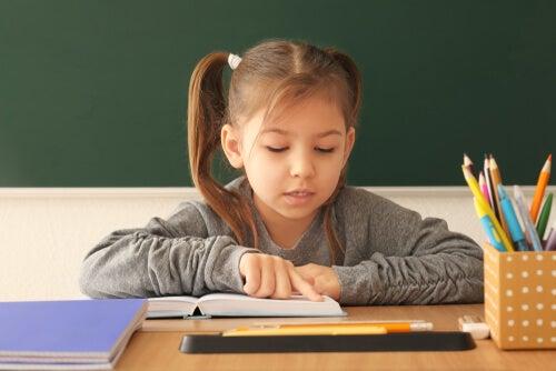 Çocuklara okumayı öğretmek için 7 egzersiz