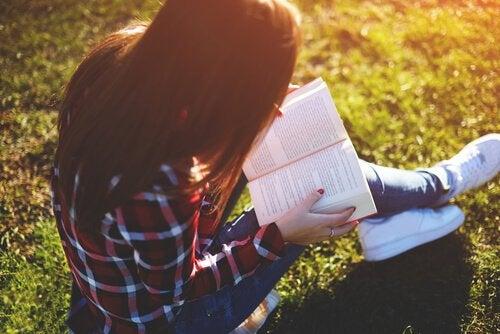 Okumanın Güzelliği: Gençler İçin En Güzel 8 Kitap