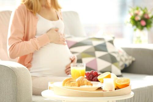 Hamile Bir Kadının Yememesi Gereken 8 Besin Maddesi