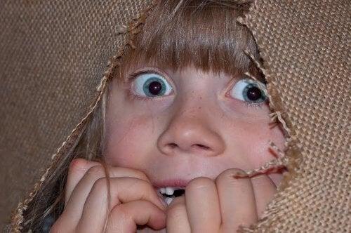 korkmuş kız çocuğu
