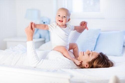 Bebeğinizin Kaslarını Güçlendirecek 8 Egzersiz
