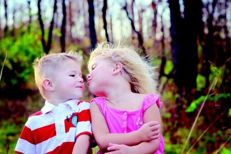 Neden Çocuklarınızı Birini Öpmeye Zorlamamalısınız?