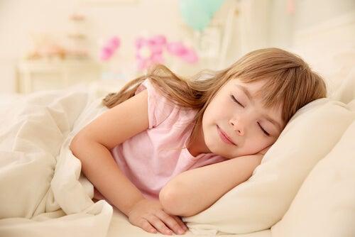 uyuyan kız çocuk