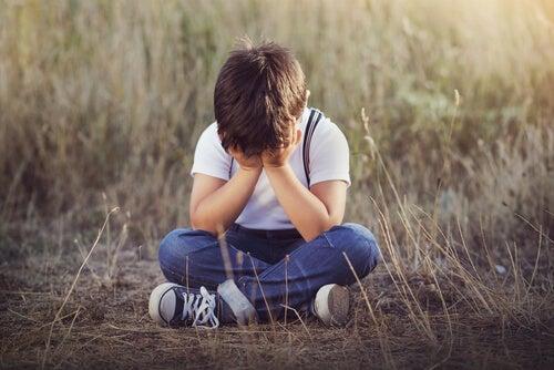 Çocuklarda duygusal yoksunluğun 4 belirtisi