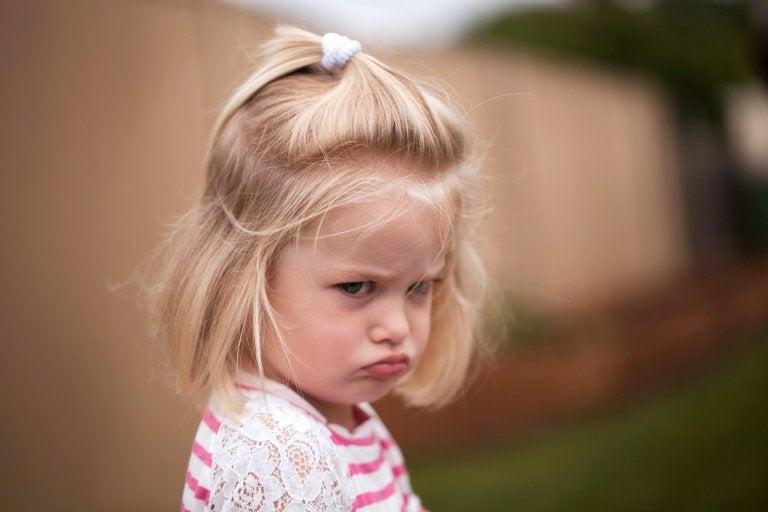 öfkeli kız çocuğu