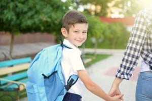 okula giden çocuk