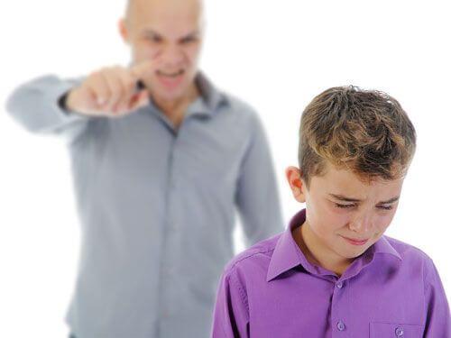 Kimse bağırarak iyi çocuklar yetiştiremez