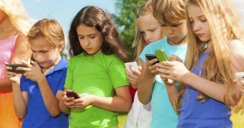 Çocukların Teknolojiyi Kullanması İçin 3-6-9-12 Kuralı