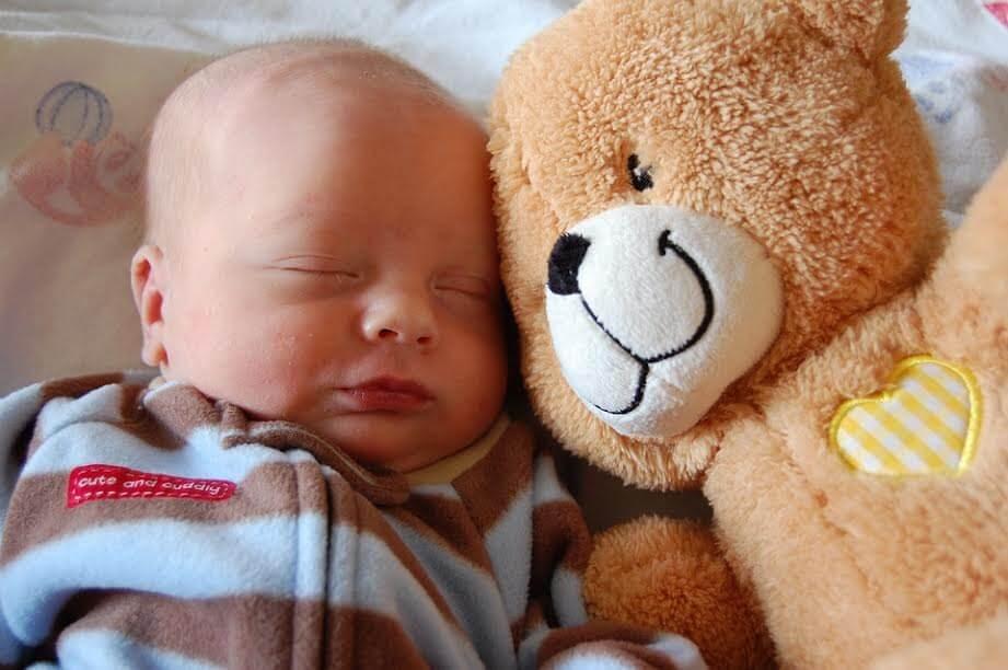 Bebeğiniz İçin En İdeal Uyku Pozisyonu