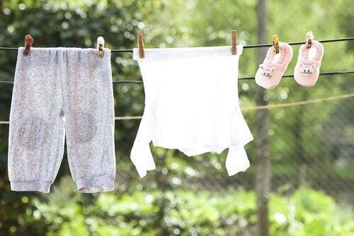 yıkanmış çocuk kıyafetleri