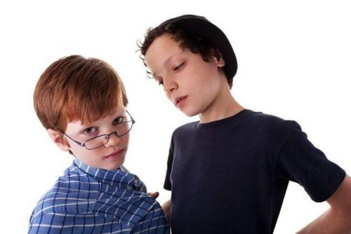 Çocuğunuza kendini kötü bir arkadaşına karşı savunmayı öğretin