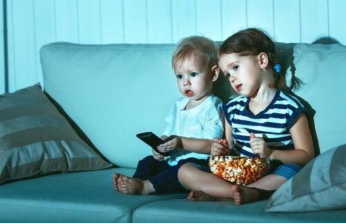 Çocuklar Neden Aynı Filmleri Tekrar Tekrar İzler?