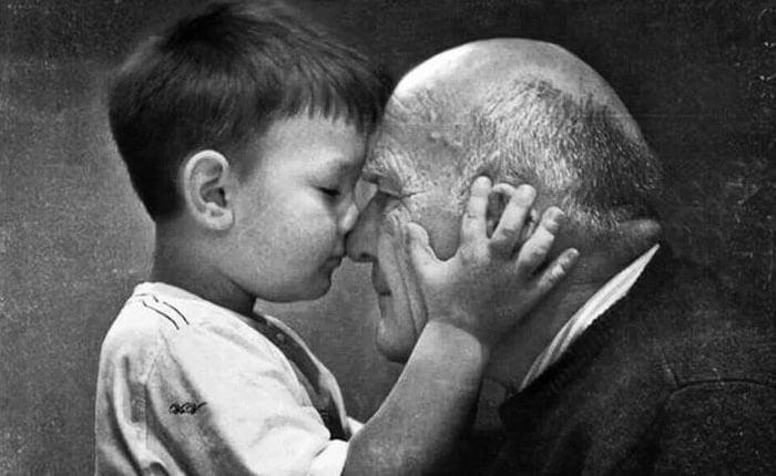 Büyükbabamın Gümüş Saçları ve Altın Bir Kalbi Var