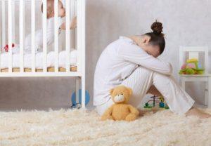 Doğum sonrası antidepresan kullanan kadın