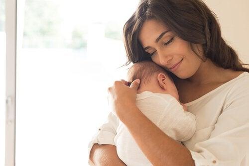 mutlu anne ve bebek
