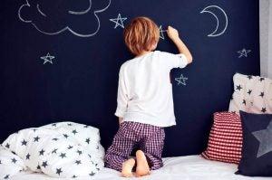 pijamalı çocuk