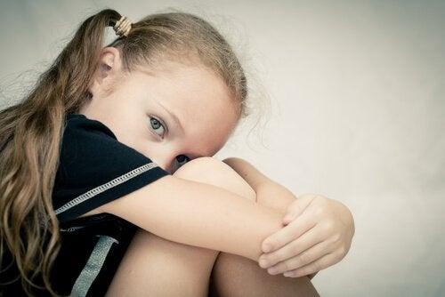 üzgün kız çocuk