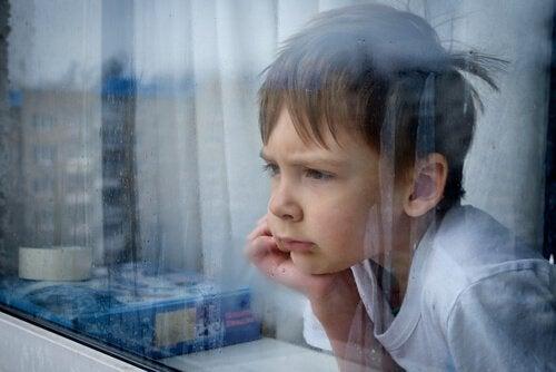 hayal kırıklığı yaşayan çocuk