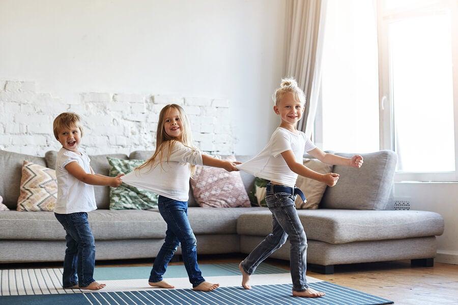 Çocukların Evde Yalın Ayak Dolaşması Uygun Mudur?