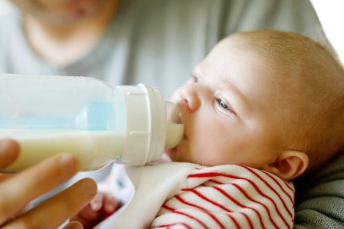 Bebeğin yaşına göre tavsiye edilen süt miktarı