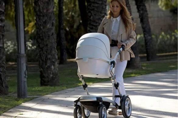 bebek arabası ve anne