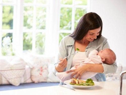 sağlıklı beslenen anne