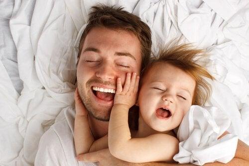Çocuğunuzu Okşamanın 8 Terapötik Faydası