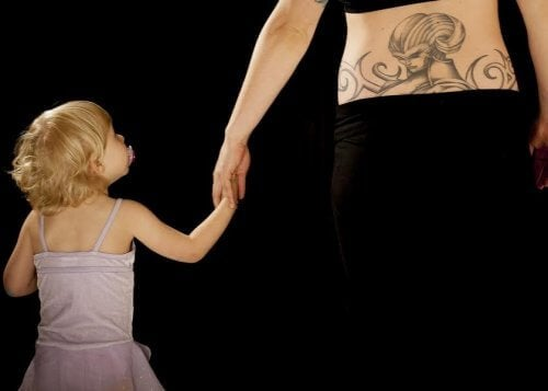 dövme anne kız