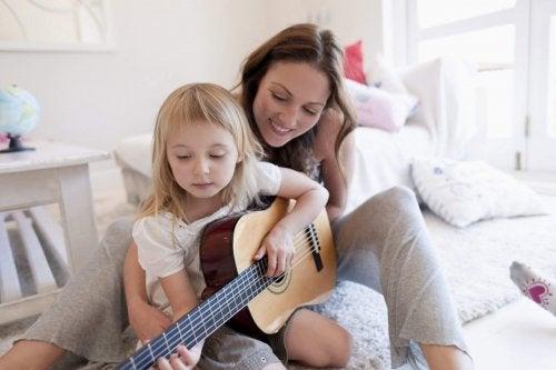 gitar çalan kız