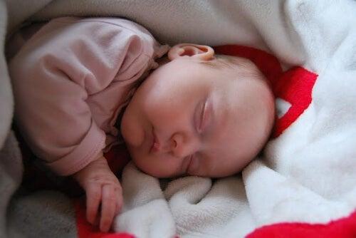 Bebeklerde Uyku Miyoklonisi