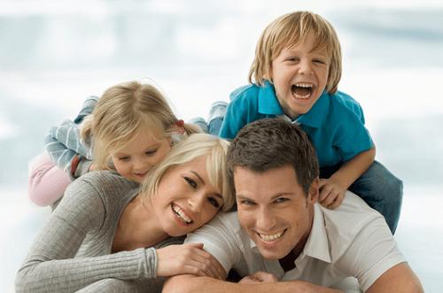 mutlu anne baba ve çocuklar