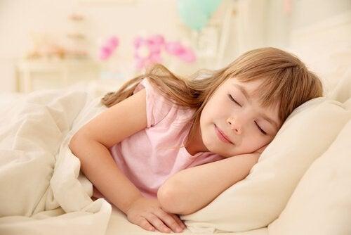 uyuyan pembeli kız