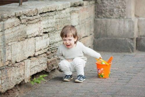 Çocuklar Ebeveynlerinin Yanındayken Daha Mı Kötü Davranırlar?