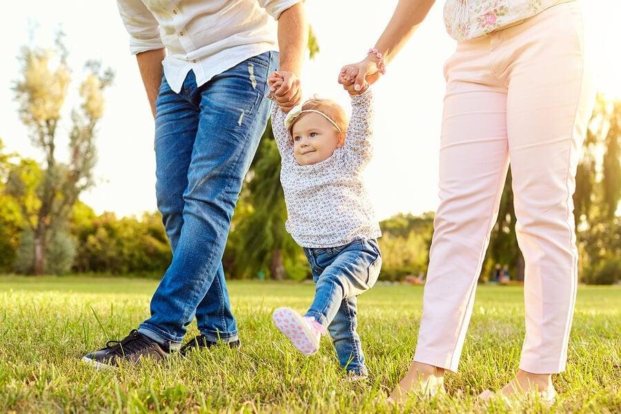 Bebekler İlk Adımlarını Ne Zaman Atarlar?
