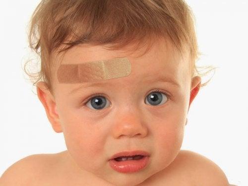 Çocuğum Kafasını Sert Bir Şekilde Çarparsa Ne Yapmalıyım?