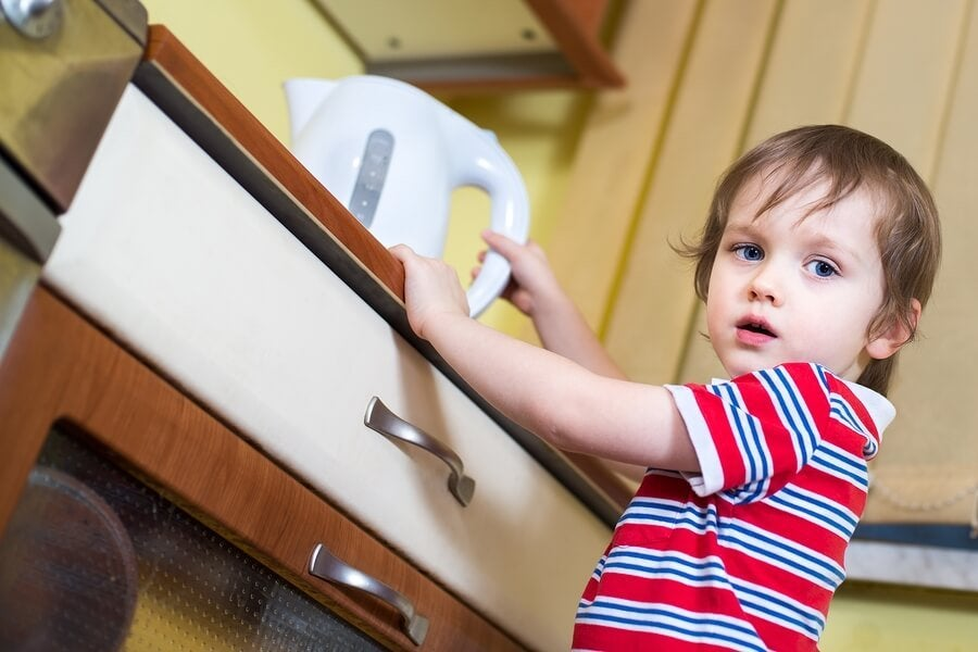 Çocuğumun Cildi Kaynar Suyla Yandıysa Ne Yapmalıyım?