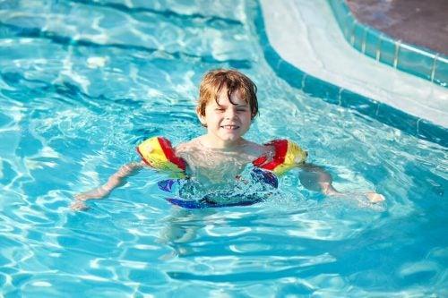 Çocuklara yüzme öğretmek için 7 ipucu