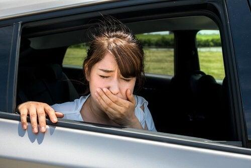 arabada mide bulantısı