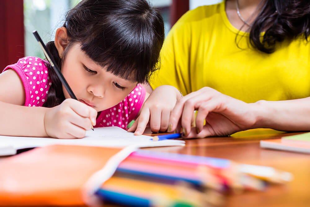 Çocuğunuzun Yazısını Geliştirmek Sizin Elinizde: Yardımcı Olacak 5 Öneri