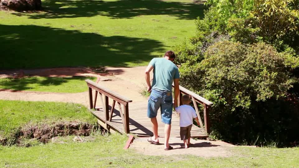 İyi Bir Baba Çocuğun Kalbine Giden Köprüler İnşa Eder, Duvarlar Değil