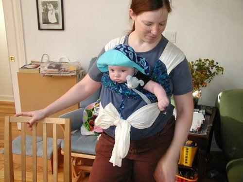 Bebek taşıyıcısı ve anne